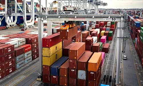 port gantry unloading container